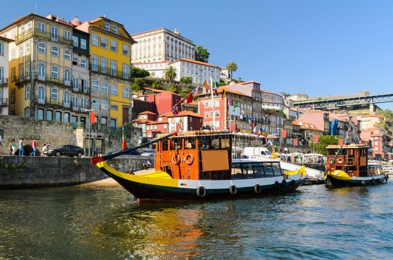 Fartyg i Porto, Portugal arkivfoton