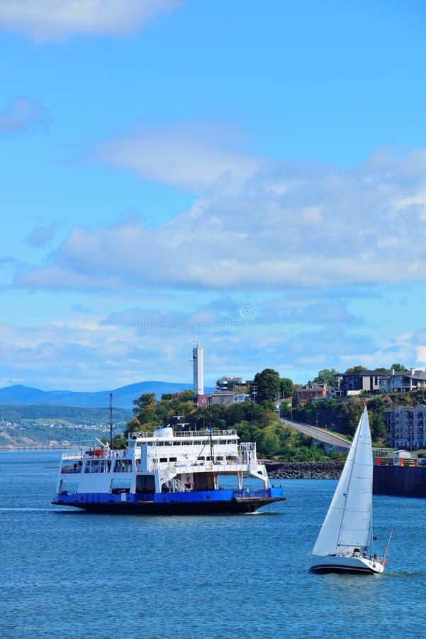 Fartyg i Quebec City arkivbilder
