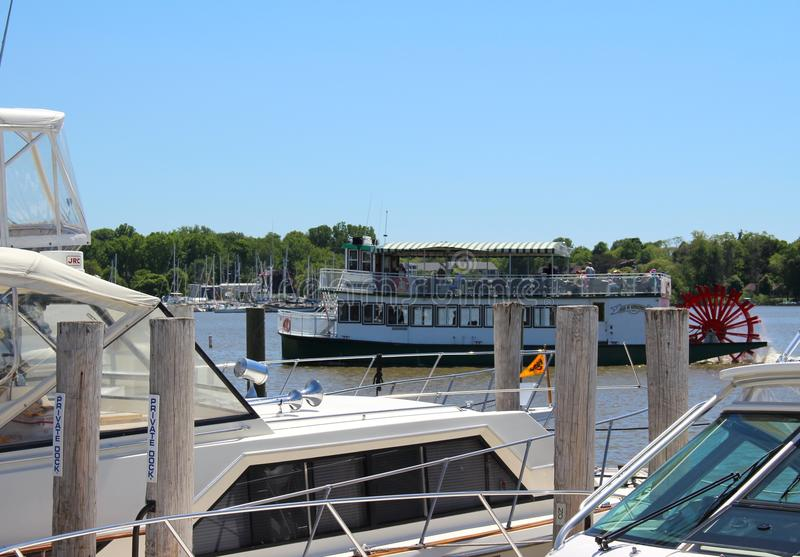 Fartyg i Saugatuck, Michigan hamn royaltyfri foto