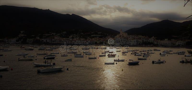 Fartyg och solnedgång i Spanien royaltyfria foton
