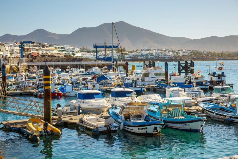 Fartyg och yachter i den Rubicon marina, Lanzarote, kanariefågelöar, Spanien arkivfoto