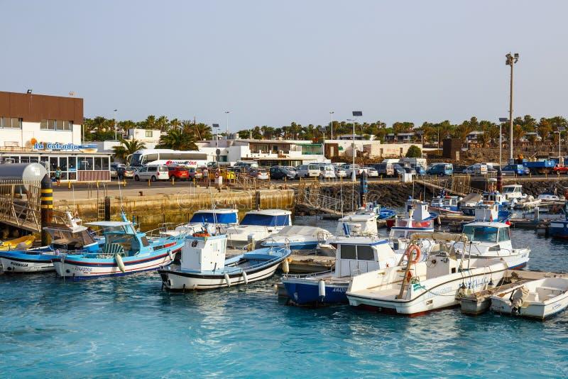 Fartyg och yachter i den Rubicon marina, Lanzarote, kanariefågelöar, Spanien arkivbild