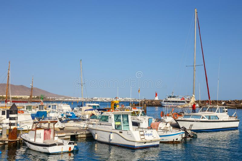 Fartyg och yachter i den Rubicon marina, Lanzarote, kanariefågelöar, Spanien royaltyfri bild