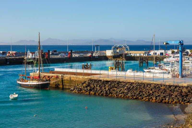 Fartyg och yachter i den Rubicon marina, Lanzarote, kanariefågelöar, Spanien fotografering för bildbyråer
