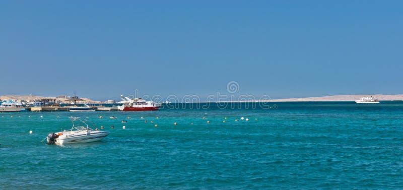 Fartyg och yachter i Röda havet royaltyfri bild
