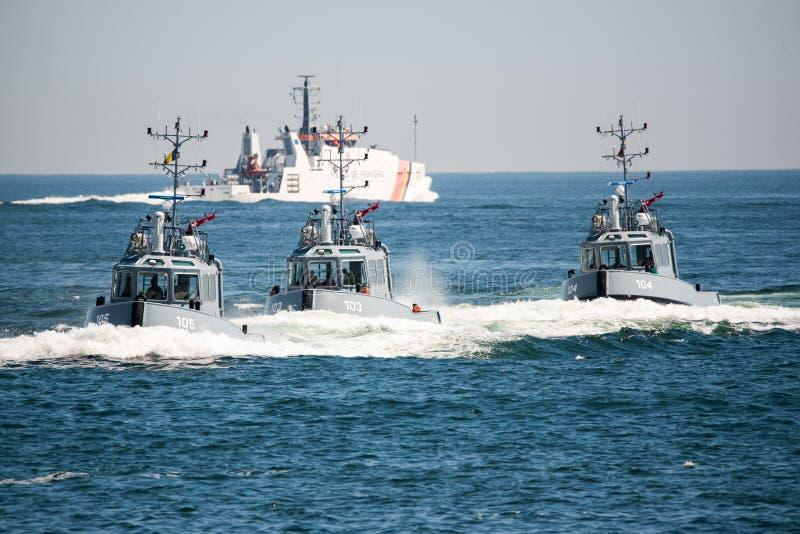 Fartyg på Blacket Sea royaltyfri foto