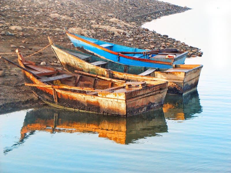Fartyg på en kust royaltyfri fotografi
