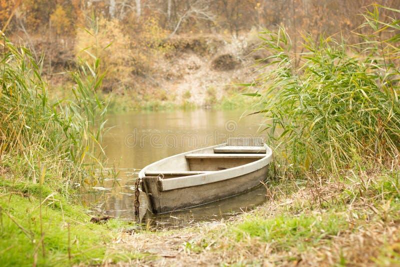Fartyg på floden in royaltyfria foton