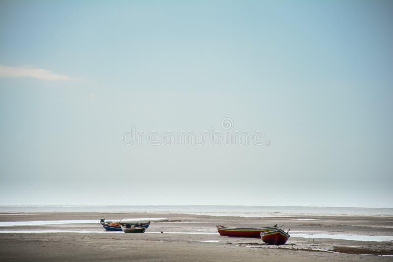 Fartyg på sanderna av ceará, royaltyfri bild