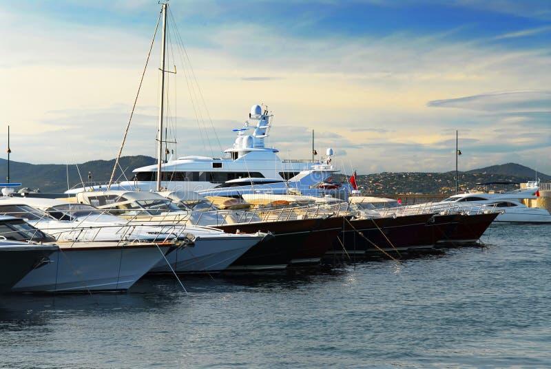 Fartyg på St Tropez arkivfoto