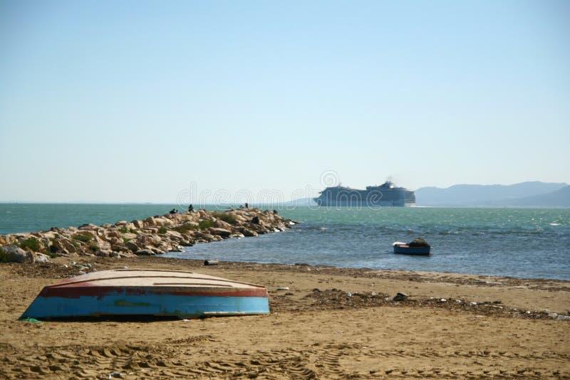 Fartyg på stranden royaltyfri foto