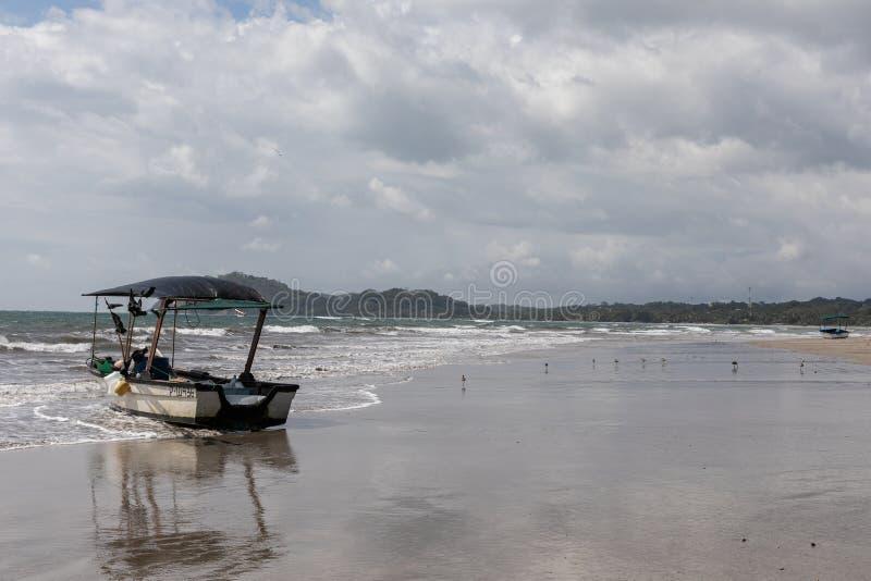 fartyg Playa Samara Beach Cota Rica royaltyfria bilder