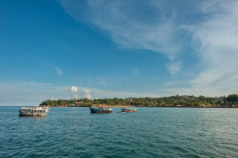 Fartyg som ankras i Andaman öar, Indien arkivbild