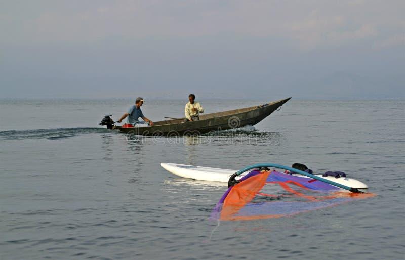 fartyg som fiskar traditionell surfare arkivbild