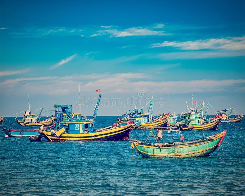 fartyg som fiskar vietnam arkivfoto