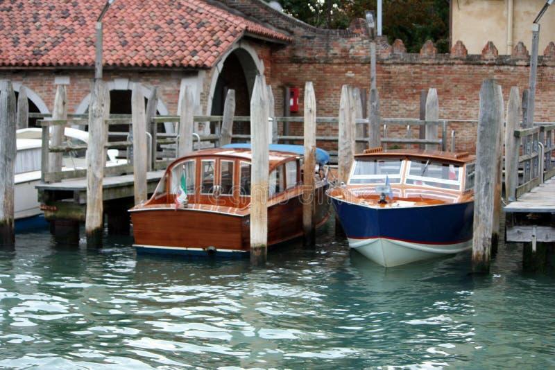 fartyg som parkerar venice arkivbild