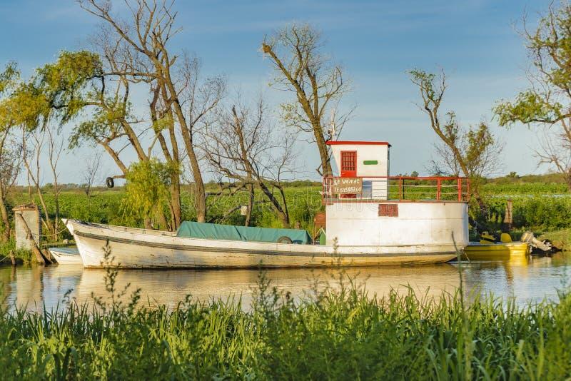 Fartyg som parkeras på Parana River, Argentina fotografering för bildbyråer