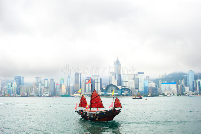 Fartyg som svävar till Hong Kong fotografering för bildbyråer