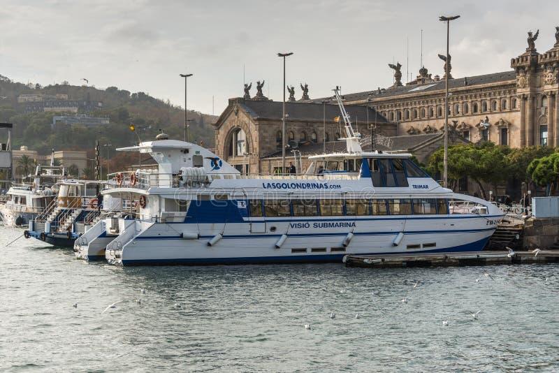 Fartyg Tours i Barcelona, Spanien royaltyfria foton
