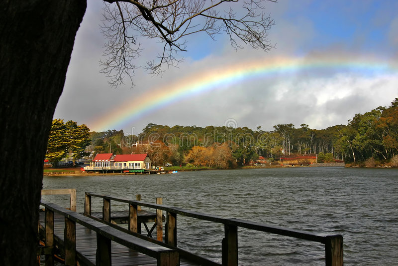 Download Fartygdaylesfordhus arkivfoto. Bild av regnbåge, australasian - 979404