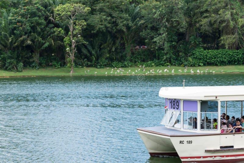 Fartyget för den Singapore flodsafari turnerar, Singapore, April 14, 2018 arkivbild