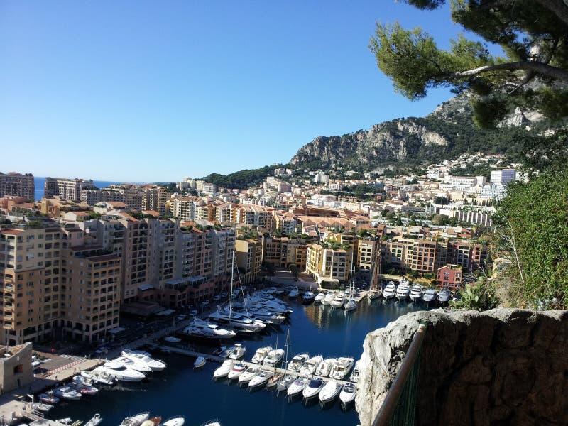 Fartyget lämnar huset, Monaco royaltyfria foton