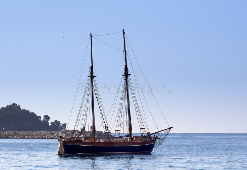 fartyget seglar arkivfoto