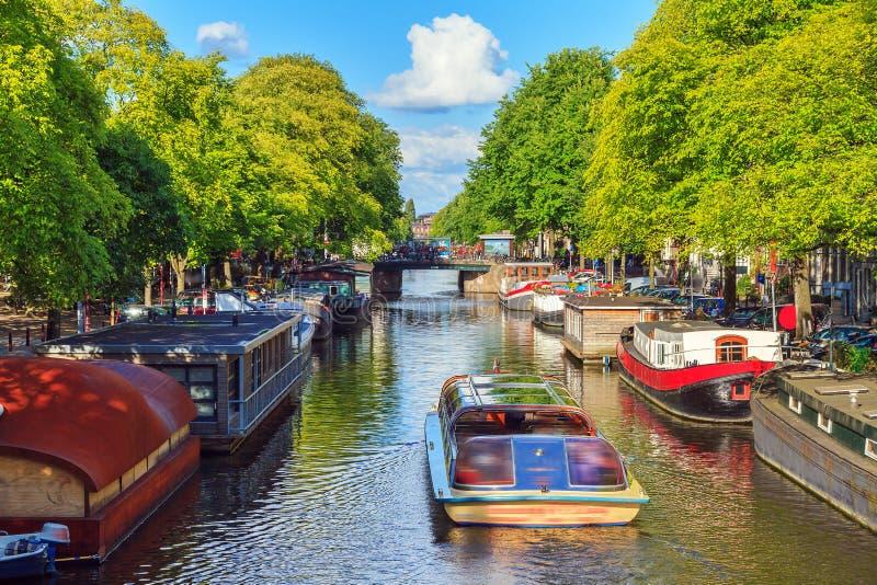 Fartyget turnerar Amsterdam royaltyfria foton