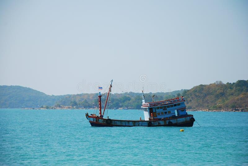 Fartygflötet på vattnet är det trans. royaltyfri foto