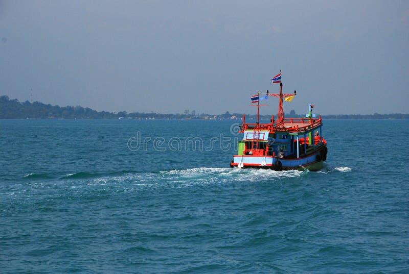 Fartygflötet på vattnet är det trans. royaltyfri fotografi