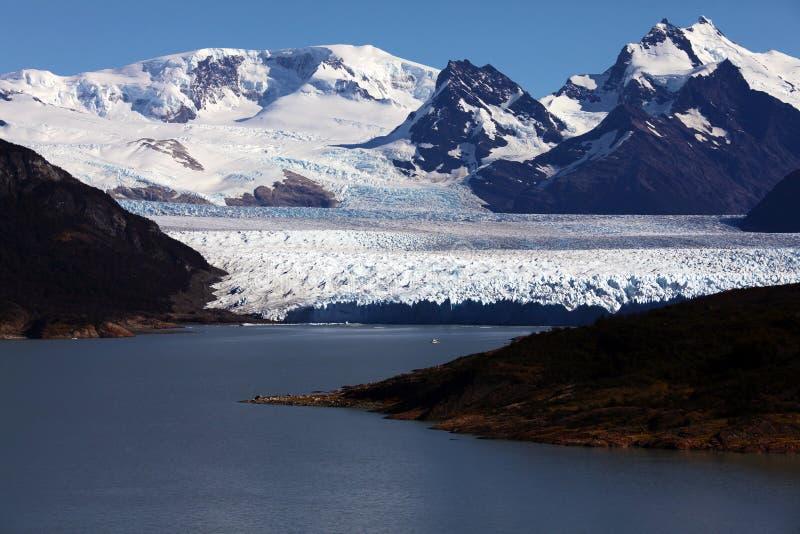 fartygglaciär moreno nära peritosegling royaltyfri foto