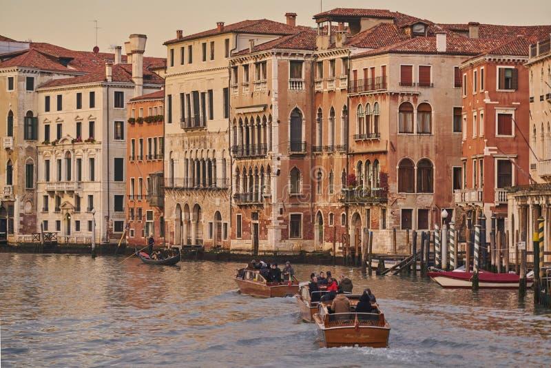 Fartyggondolkanal Venedig royaltyfria foton