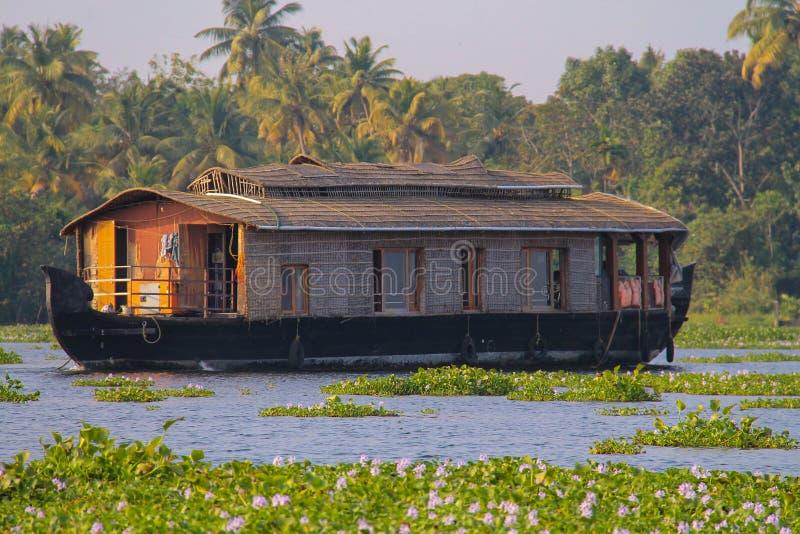 Fartyghus på Kumarakom, Kerala arkivfoton
