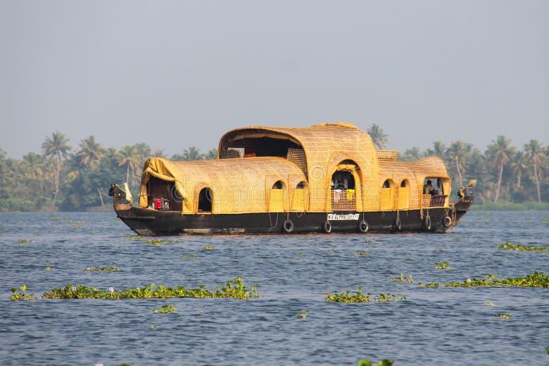 Fartyghus på Kumarakom, Kerala arkivbilder