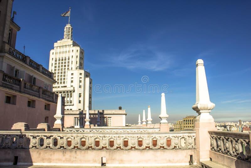 Fasad av Altino Arantes byggnad som beskådas från taket av den Martinelli byggnaden fotografering för bildbyråer