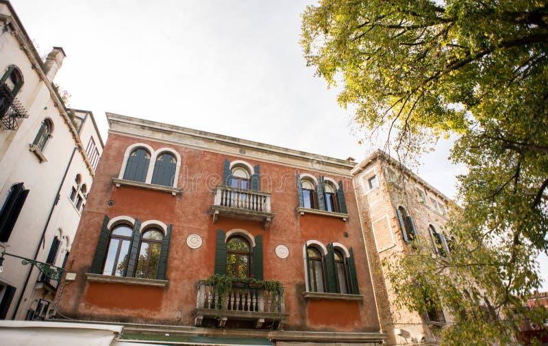 Fasad av byggnader på Campo San polo arkivbilder