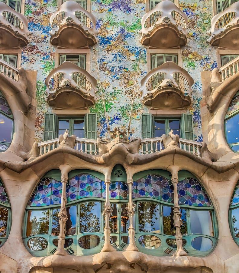 Fasad av den berömda casaen Batllo, byggnad som planläggs av Antoni Ga arkivfoton