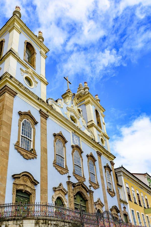 Fasad av den gamla historiska kyrkan i kolonial arkitektur arkivbilder