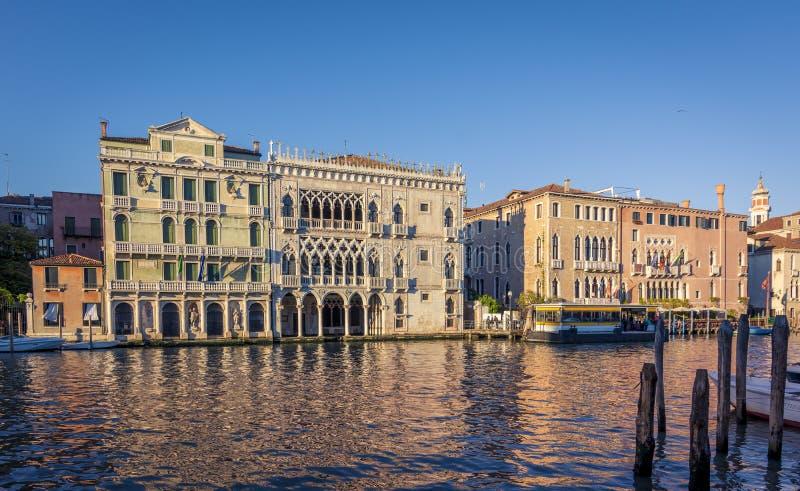 Fasad av den `-Oro för Ca D slotten på Grand Canal i Venedig, Italien royaltyfria bilder
