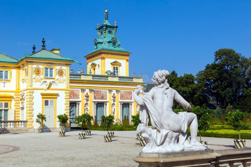 Fasad av den Wilanow slotten, kunglig uppehåll i barock stil och trädgård arkivbild
