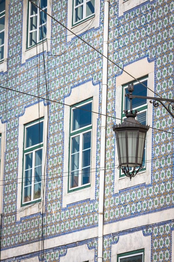 Fasad av det gamla huset i det Alfama området, Lissabon arkivbilder