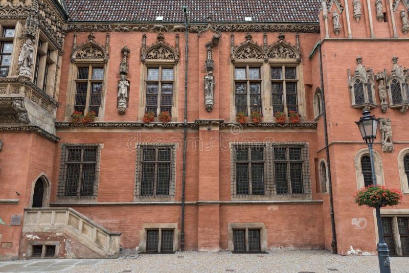 Fasad av det gamla stadshuset av Wroclaw, Polen royaltyfri fotografi