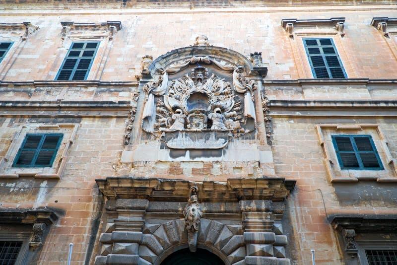 Fasad av det maltesiska departementet för turismkontor på köpmannen Street, Valletta, Malta arkivfoton