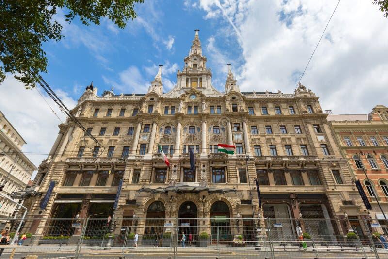 Fasad av det New York slottBudapest hotellet som är bekant som Boscolo Budapest, på den storslagna boulevarden i Budapest, Ungern arkivbilder