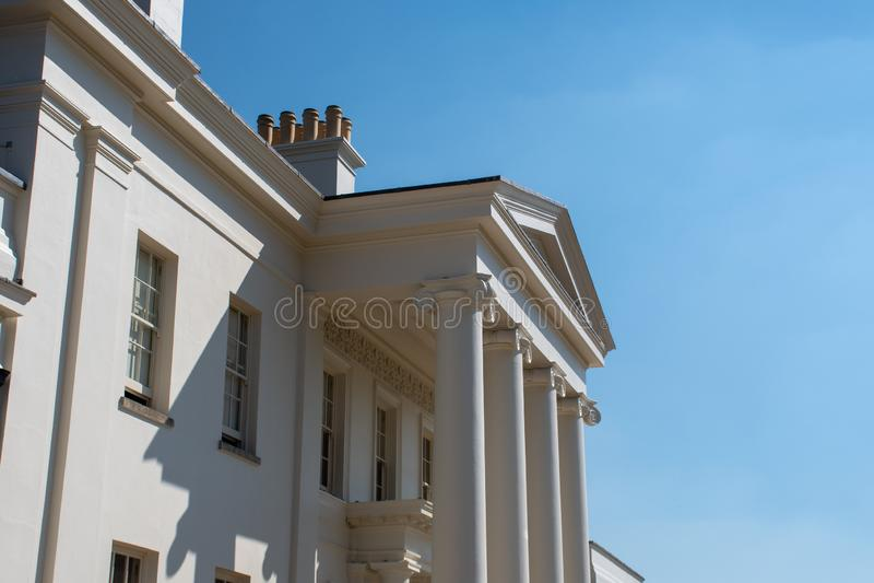 Fasad av det stora georgiska huset arkivbilder