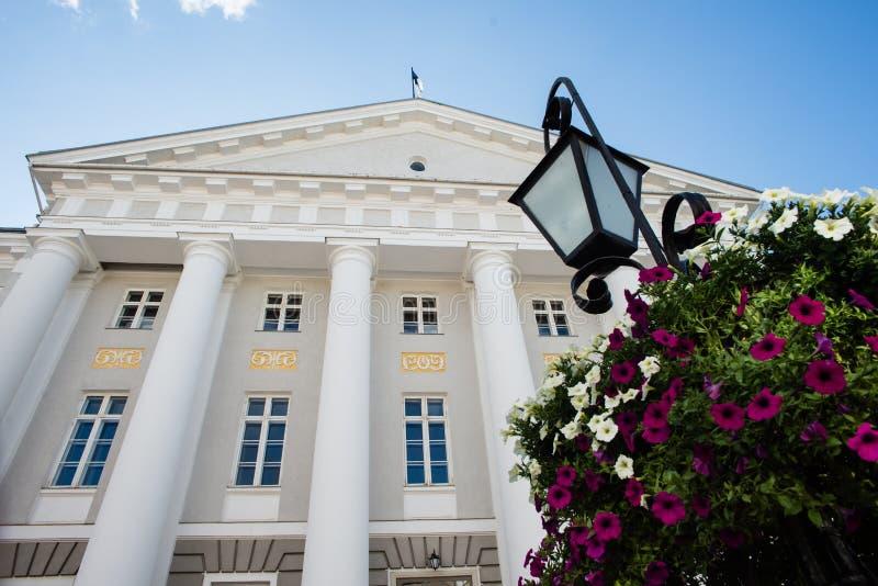 Fasad av det Tartu universitetet royaltyfri fotografi