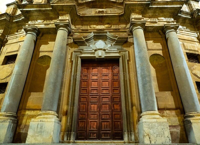 Fasad av en forntida byggnad i Palermo arkivfoton