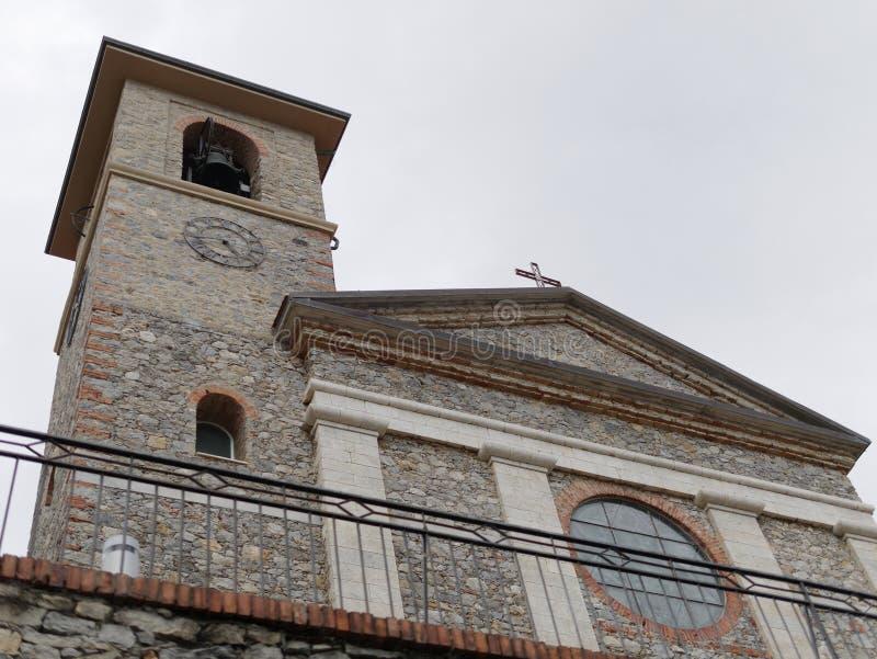 fasad av en kyrka i tellaro royaltyfri fotografi