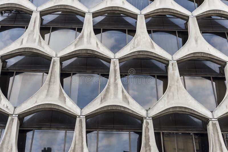 Fasad av en modern kontorsbyggnad i Bryssel, Belgien royaltyfri foto