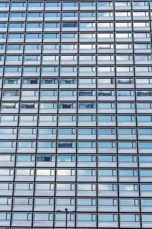 Fasad av en modern kontorsbyggnad i Bryssel, Belgien fotografering för bildbyråer